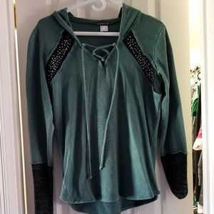 Venus green and black top size M